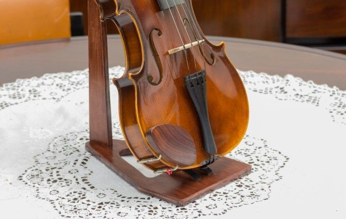 top 9 violin stands in 2019 reviews advice. Black Bedroom Furniture Sets. Home Design Ideas